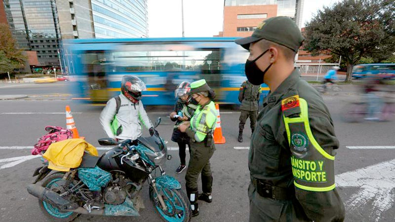 ¿Puedo usar mi moto con acompañante en los viajes por carretera?