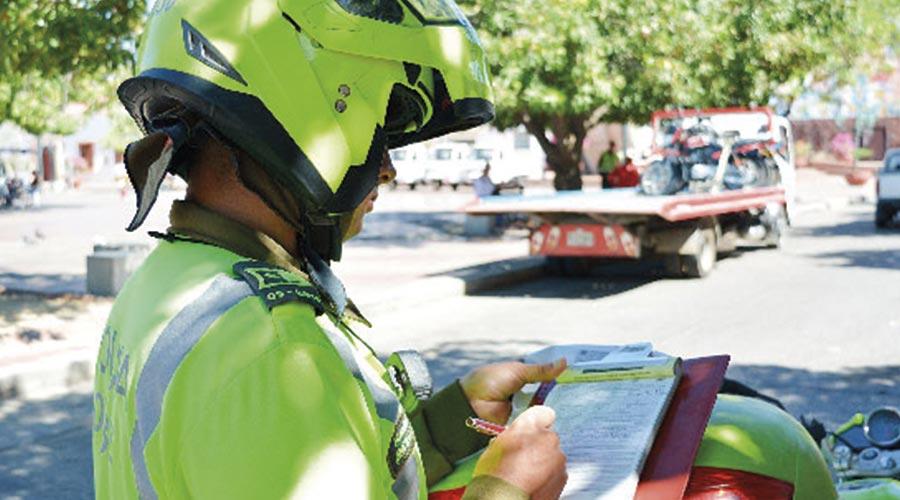 Las autoridades de tránsito no deben exigir el certificado de revisión técnico mecánica