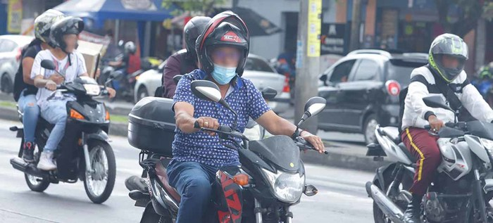 Motociclistas que no porten correctamente el casco serán multados