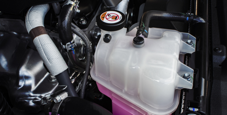 ¿Agua o líquido refrigerante? Lo que le conviene más a tu carro